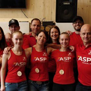 Naša ekipa deklet s ponosom na vrh :: EDP 2019